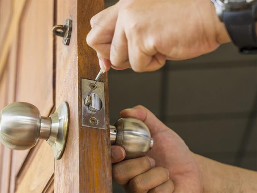 Benefits of Hiring A Professional Locksmith
